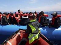 Tunus açıklarında göçmenleri taşıyan tekne battı: 50 ölü