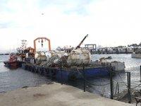 Pendik'te batık gemiden çıkarılan beton blok işçinin ayağına düştü