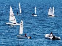 Küçük yelkenciler, Konyaaltı Sahili'nde antrenman yaptı