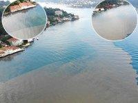 Yoğun yağış sebebiyle İstanbul Boğazı'na çamur aktı