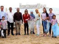 Öğrenciler, Kızkalesi sahilinde temizlilk yaptı