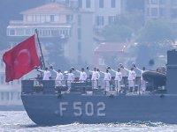 Tatbikattan dönen Türk savaş gemileri, İstanbul Boğazı'ndan geçti