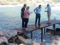 Kumluca'daki izinsiz iskeleler kaldırılıyor