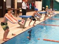 'Yüzme Öğreniyorum' projesinde havuzlar, minik kulaçlarla şenlendi