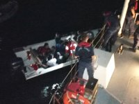 Tekneleri batan göçmenleri Sahil Güvenlik kurtardı