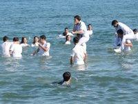 MEÜ Denizcilik MYO öğrencileri, mezuniyetlerini denizde kutladılar