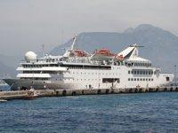 Alanya'ya sezonun ilk kruvaziyer gemisi demir attı