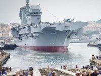 İtalyanlar, helikopterli çıkarma gemisi Trieste'yi denize indirdi