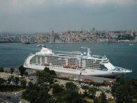 İstanbul'a 4 yıl aradan sonra ilk kruvaziyer gemisi geldi