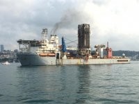 'Noble Globetrotter II' isimli sondaj gemisi, İstanbul Boğazı'ndan geçti