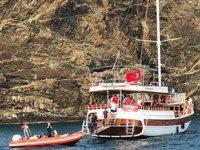 'Easy Riders' isimli tur tekne karaya oturdu: 36 yolcu kurtarıldı