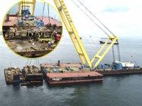 'Bereket' isimli batık gemi parçalanıyor