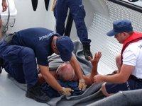 Kanoyla açıldığı denizde fenalaşan kişiyi Sahil Güvenlik kurtardı