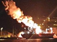 Aliağa'daki Petkim Limanı'nda SYN ZANIA İsimli LPG tankerinde patlama: 1 ölü, 15 yaralı…