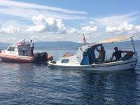 Yalova'da batmak üzere olan tekneyi deniz polisi kurtardı