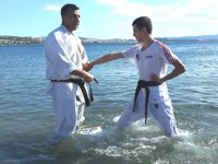 İzmir'de 80 karateci, denizde antrenman yaptı