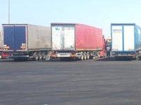 Suudi Arabistan, 85 Türk tırını günlerdir Duba Limanı'nda bekletiyor