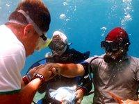 Fethiye'de deniz dibinde bayramlaştılar