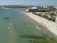 İstanbullular, bayramda Menekşe Plajı'na akın etti