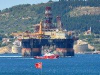 'Scarabeo 9' isimli petrol arama platformu Çanakkale Boğazı'ndan geçti