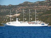 'Club Med 2' isimli yelkenli yolcu gemisi, Demre'ye geldi