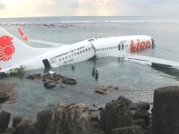 Endonezya'da denize düşen yolcu uçağı ile ilgili nihai rapor Kasım'da açıklanacak