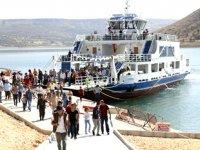 Atatürk ve Birecik Baraj gölllerinde yolcu ve balıkçı tekneleri denetlendi