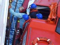 Yatları su almaya başlayan kişilerin imdadına 'Pacific Dawn' isimli yolcu gemisi yetişti