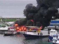 Limanda demirli olan sürat teknesinde yangın çıktı
