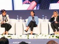 10. Türkiye Enerji Zirvesi'nde 'Enerjiye Yön Veren Kadınlar' oturumu büyük ilgi gördü