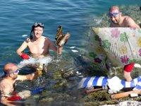 Erdemli'de denizden bir kamyon dolusu çöp çıkardılar