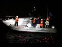 Kadıköy'de karaya oturan tekneyi DAK-SAR ekipleri kurtardı