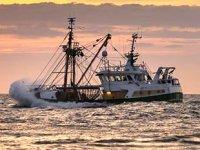 Göçmen kurtarma gemisinin Midilli'ye yanaşmasına izin verilmedi