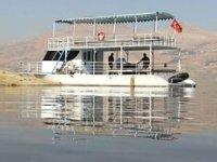 Ilısu Barajı Gölü'nde ilk tekne suya indirildi