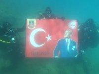 Jandarma timi, Yumurtalık'ta 'Ata'ya saygı dalışı yaptı