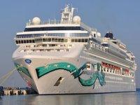 'Norwegian Jade' isimli yolcu gemisi Kuşadası'na geldi