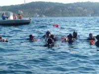 Gönüllü dalgıçlar Ortaköy sahilinde su altı temizliği yaptı