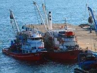 Sinop'lu balıkçılar iskelede avlanma saatini bekliyor