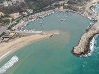 Karaburun'da denizde kum hırsızlığı iddiası tartışma yarattı
