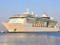 'Jewel Of The Seas' isimli yolcu gemisi Kuşadası'na geldi