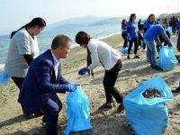 Mudanya'da kablo fabrikası işçileri çevre temizliği yaptı