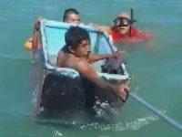 Meksika'da teknesi batan balıkçıları buzdolabı kurtardı