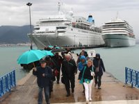 'Merella Dream' ve 'Amera' isimli yolcu gemileri Alanya'ya geldi