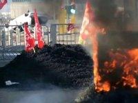 Marsilya'da liman işçileri emeklilik reformunu protesto etti