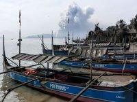 Balıkçılar volkanik tsunami uyarılarına aldırmıyor!