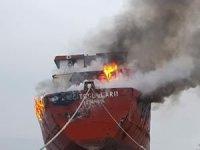 Terkedilmiş kuru yük gemisi alev alev yandı