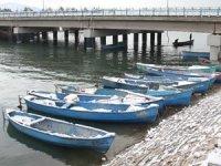 Beyşehir'de balık avına soğuk hava molası verildi
