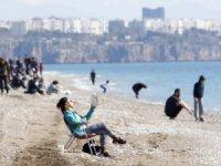 Antalya sahillerinde güneşli hava yoğunluğu