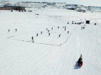 Buz tutan Çıldır Gölü'nde futbol oynadılar
