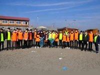 Hatay'da öğrenciler, sahil temizliği yaptı